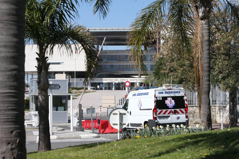 La jeune femme a été transportée à l'hôpital Sainte-Anne à Toulon.