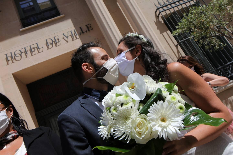 Les futurs mariés obligés de reporter?