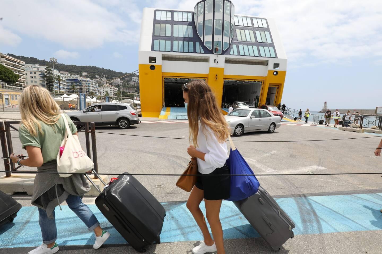 Arrivée d'un ferry à Nice