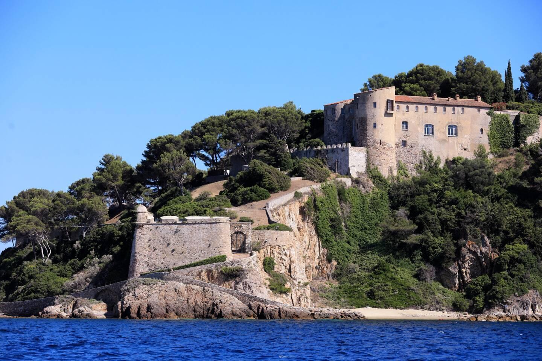 Le fort de Brégançon, la résidence d'État utilisée comme lieu officiel de villégiature du président de la République française.