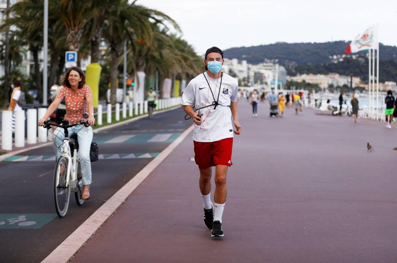 Joggeur masqué sur la Promenade des Anglais en septembre 2020 (illustration).