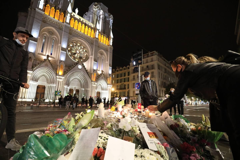 Devant la basilique de Nice, après l'attentat.
