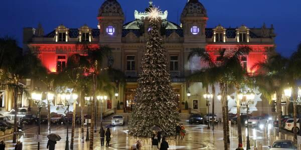 Les illuminations de Noël sur la place du casino de Monte-Carlo.
