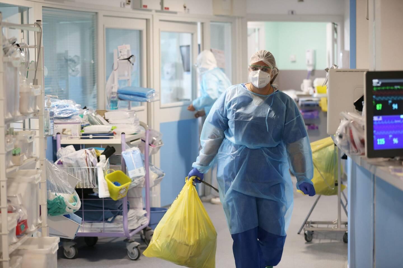 Le service de réanimation de l'hôpital Bonnet à Fréjus à l'heure de la Covid-19.