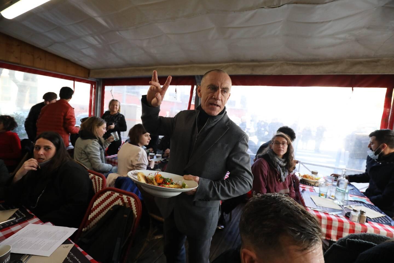 """Ce restaurateur qui prône la """"désobéissance civile"""" a ouvert illégalement son restaurant la semaine dernière à Nice."""