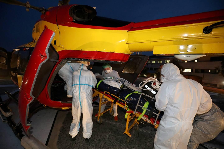 En l'espace d'un mois, un quatrième patient Covid du service de réanimation de l'hôpital de Fréjus a été héliporté, mardi dernier, vers la région Occitanie.