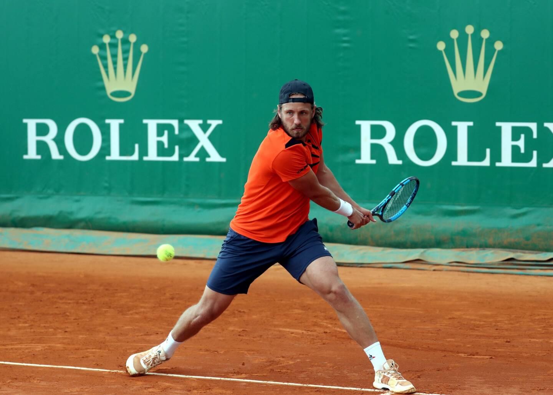 Lucas Pouille sur les courts de Monte-Carlo.