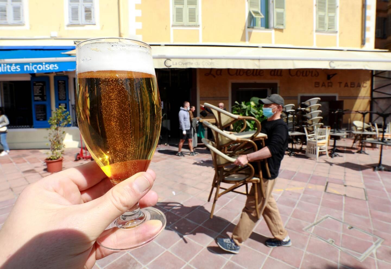 Une bière en terrasse, ce sera possible dans deux semaines.