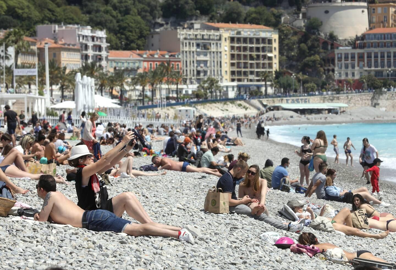 Un air d'été sur la Promenade des Anglais à Nice.