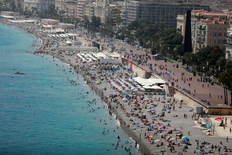 La plage de la Promenade des Anglais, à Nice, le 27 juillet 2021.