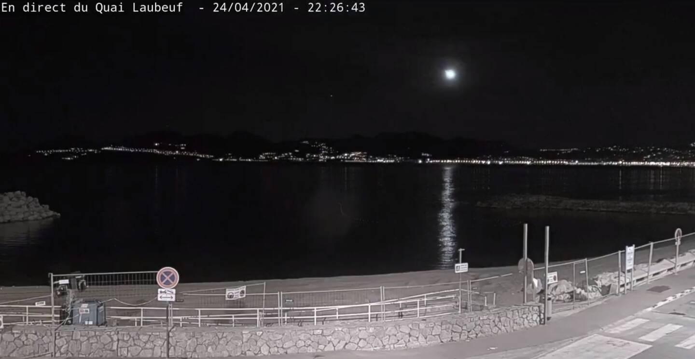 La météorite observée de la baie de Cannes.