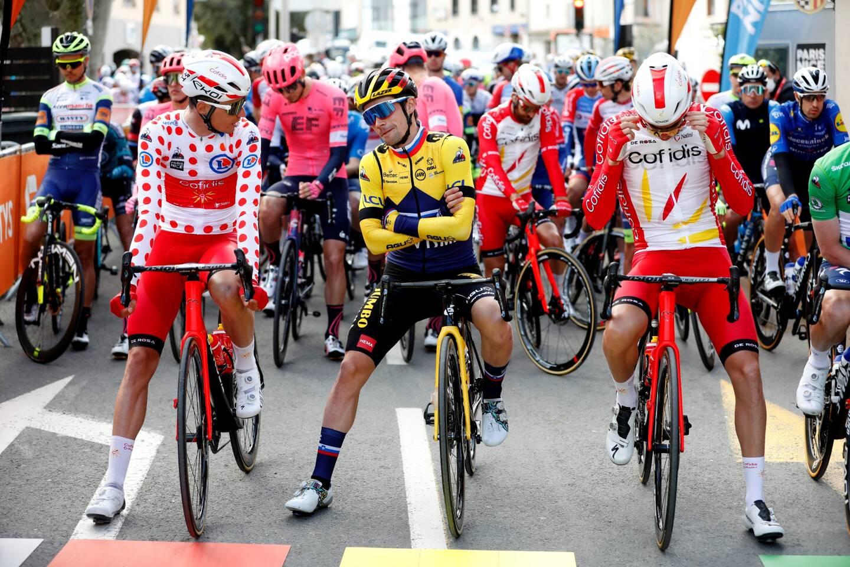 De gauche à droite: Anthony Perez, Primo Roglic et Sam Bennett au départ de la 6e étape du Paris-Nice entre Brignoles et Biot.