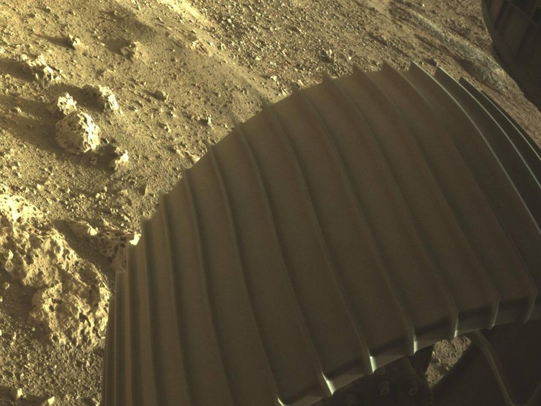Première image en couleur transmise par l'astromobile Perseverancedepuis Mars