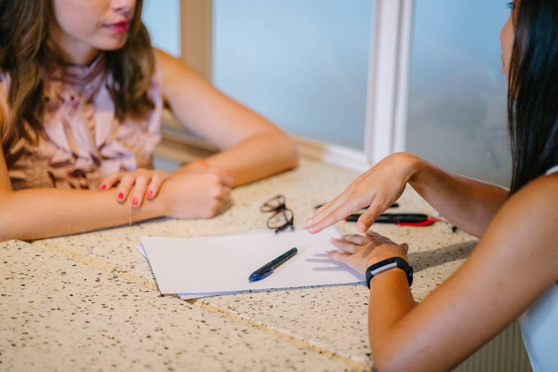 S'allier à un courtier professionnel dans le cadre de l'achat d'un bien immobilier regorge de nombreux avantages: négociations, gain de temps...