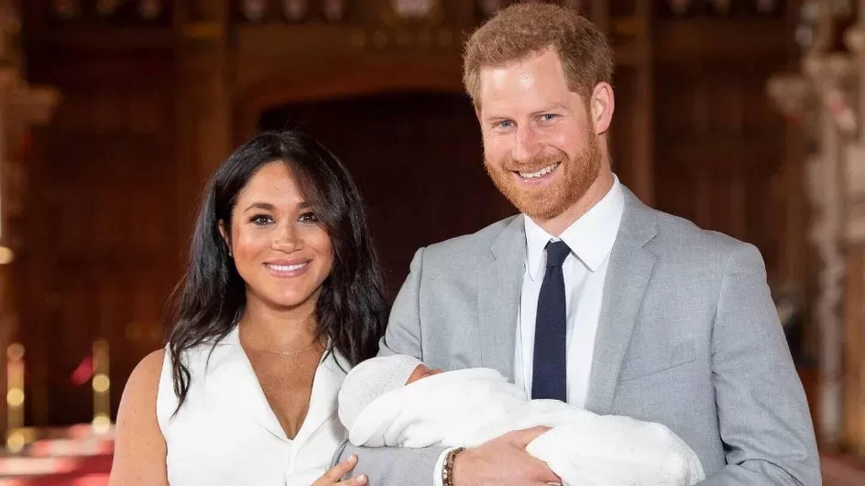 Le prince Harry et sa femme Meghan Markle lors de la présentation de leur fils Archie, au château de Windsor, à Londres, le 8 mai 2019.