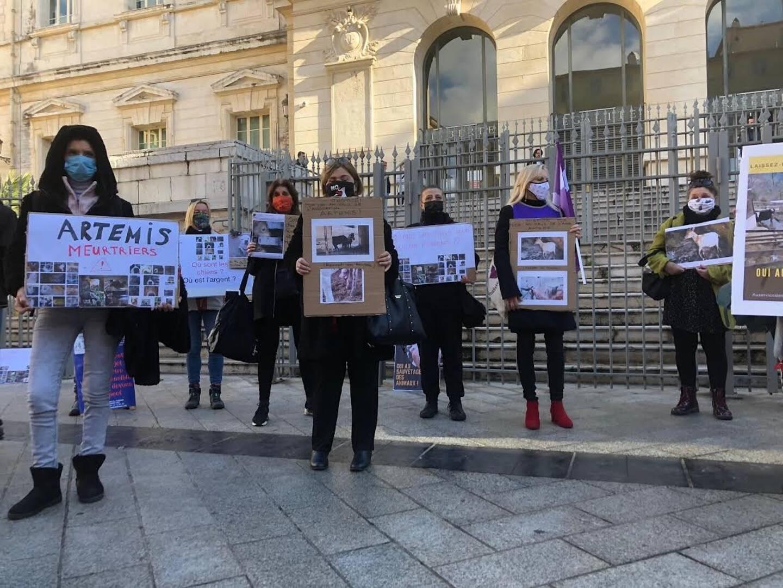 Une manifestation avant l'audience finalement renvoyée, ce lundi devant le tribunal correctionnel de Nice.