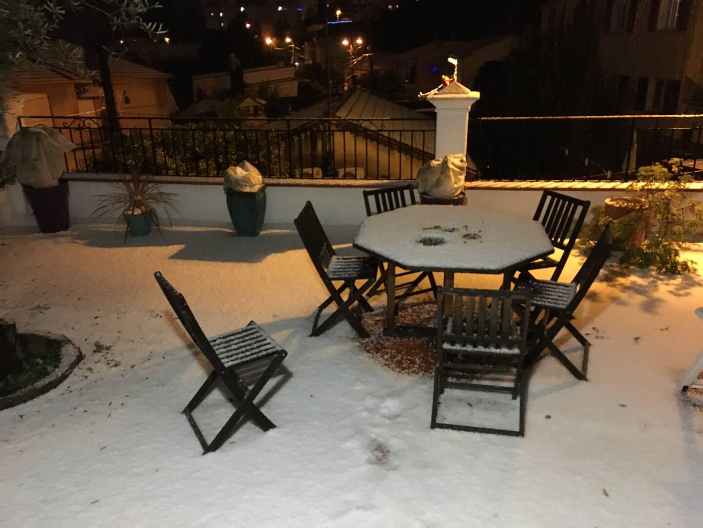 Sur les hauteurs d'Antibes et de Vallauris la neige est tombée.