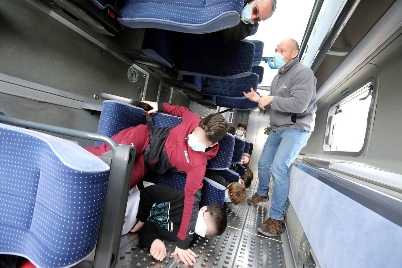 Menton le 07/01/2021 - Travaus de modernisation du dépôt des bus et sensibilisation au port de la ceinture dans les bus. (Photo Cyril Dodergny)