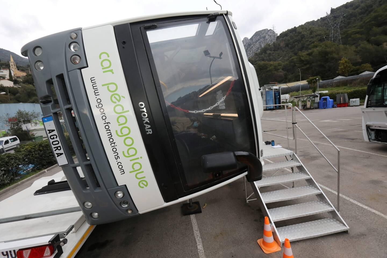 Menton le 07/01/2021 - Travaus de modernisation du dépot des bus et sensibilisation au port de la ceinture dans les bus