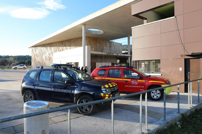 Trois des douze élèves, très affaiblis, ont dû être pris en charge par les sapeurs-pompiers.
