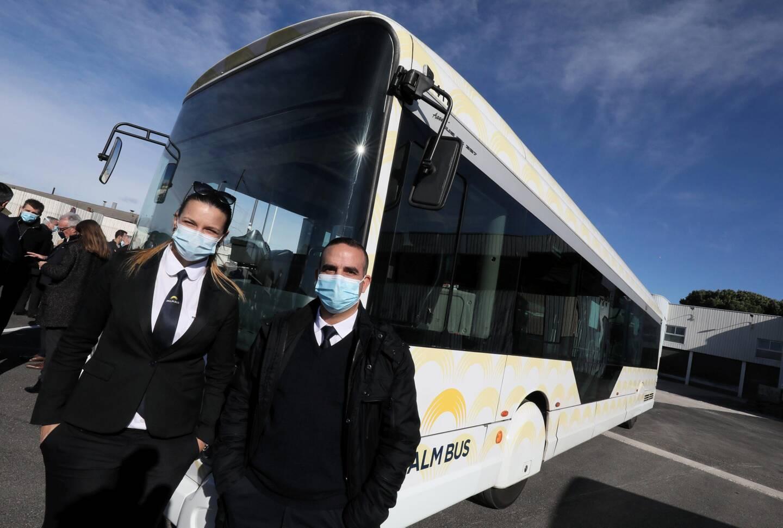 Ces deux conducteurs de Palm Bus ont observé de bonnes performances techniques lors de l'expérimentation du biocarburant à base d'huiles végétales.