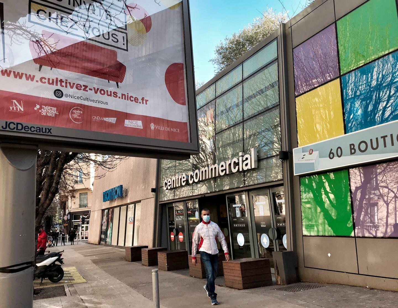 A TNL ce dimanche, seuls Carrefour et une boutique de la galerie étaient ouverts. (Photo Frantz Bouton)