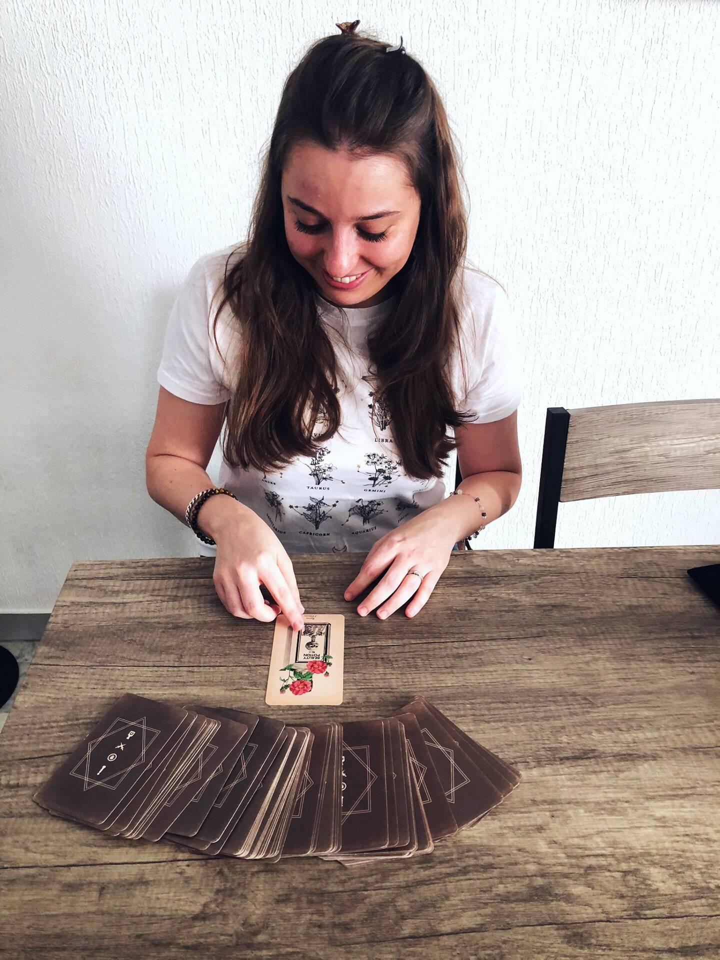 Le tarot : un objet qui fascine la jeune femme depuis son enfance.