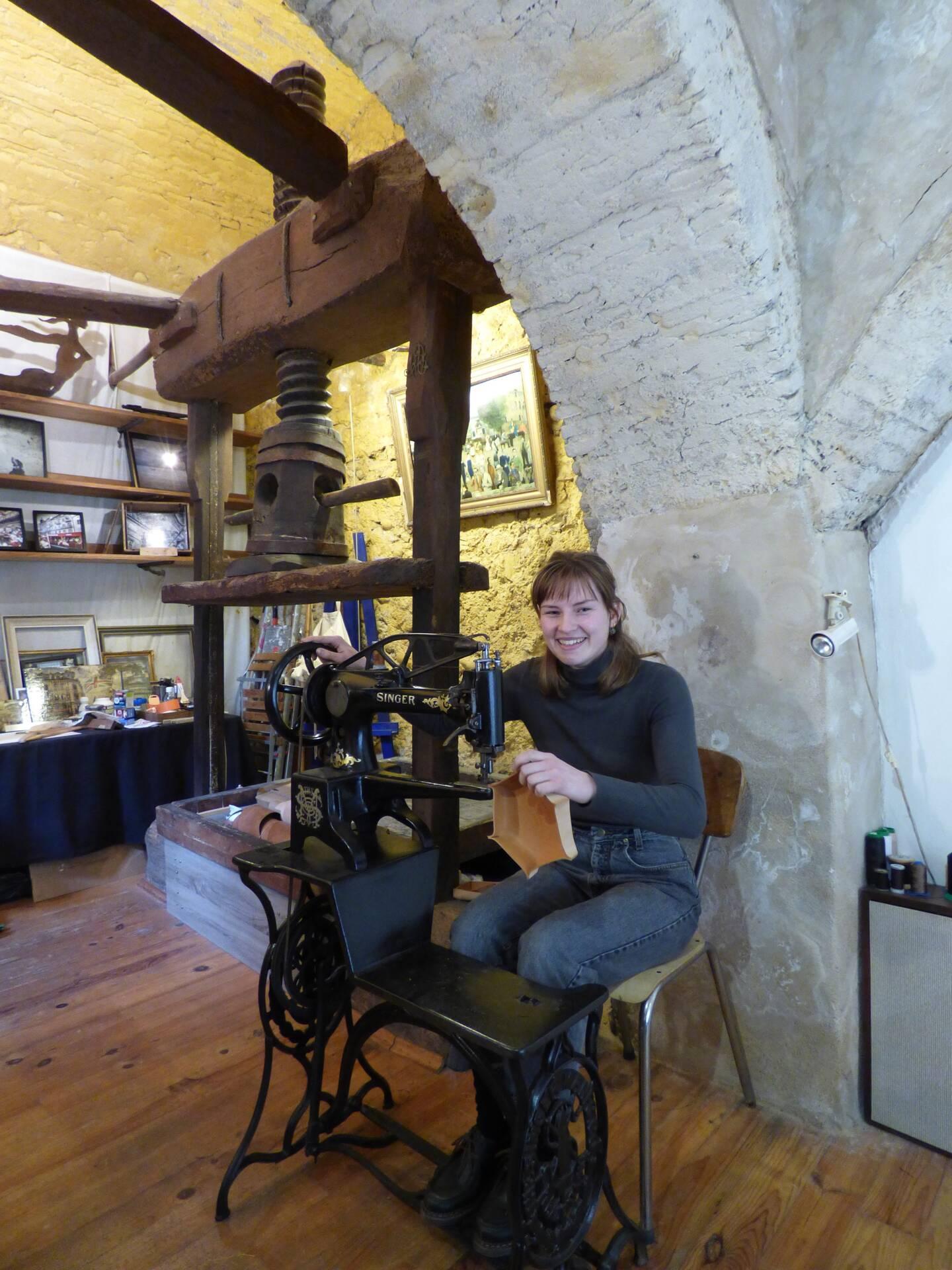 Les pièces en cuir de Constance Lefebvre au Pressoir. (Photo L.Q.)