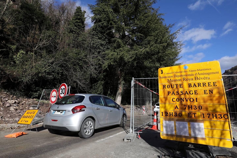 Entre Fontan et Tende, la circulation se fait en convois trois fois par jour, afin de permettre l'avancée des travaux.