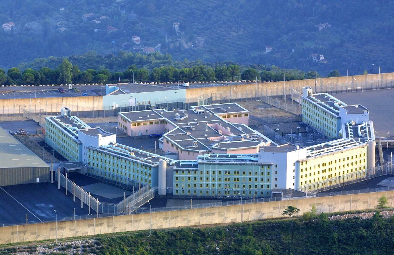 Cluster à la maison d'arrêt de Grasse : huit détenus positifs et 7 agents de surveillance cas contacts consignés à domicile.