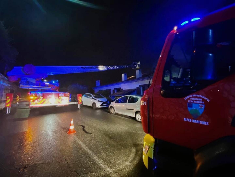 L'intervention des sapeurs-pompiers, ce samedi soir à Saint-André-de-la-Roche. (Photo Sdis_06)
