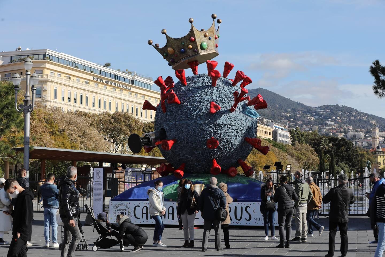 Cette année, unique structure carnavalesque sur le thème du virus, place Masséna, à Nice, pour faire vivre la fête dans le cœur des Niçois.