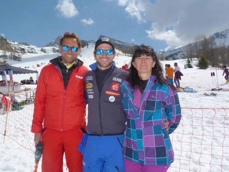 Mathieu Faivre aime se ressourcer à Isola 2000, la station de son enfance, auprès de sa famille, ici avec ses parents, Jean-Marc et Nathalie.