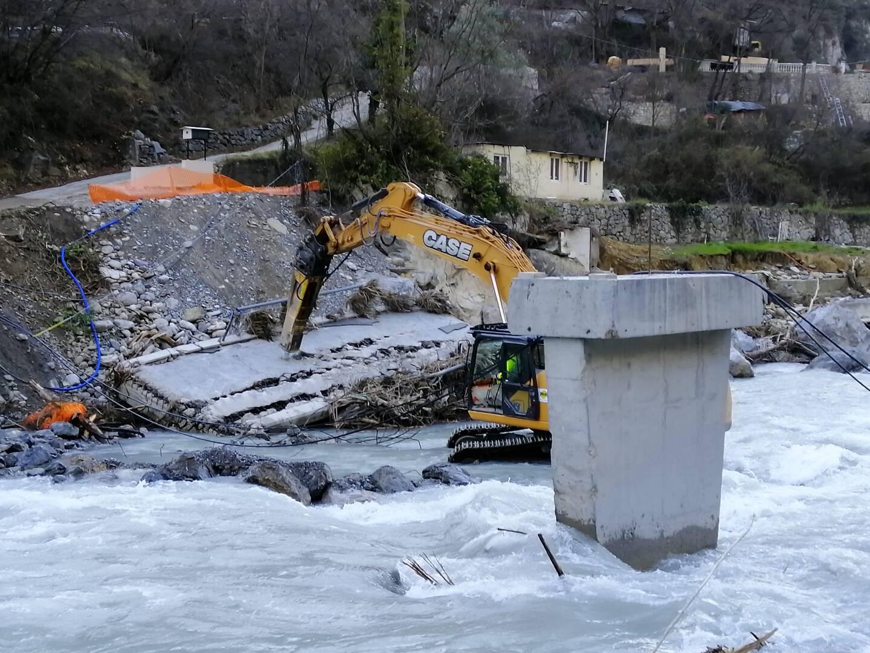 Les travaux préparatoires à l'installation d'un pont provisoire à Breil ont démarré ce mercredi matin.