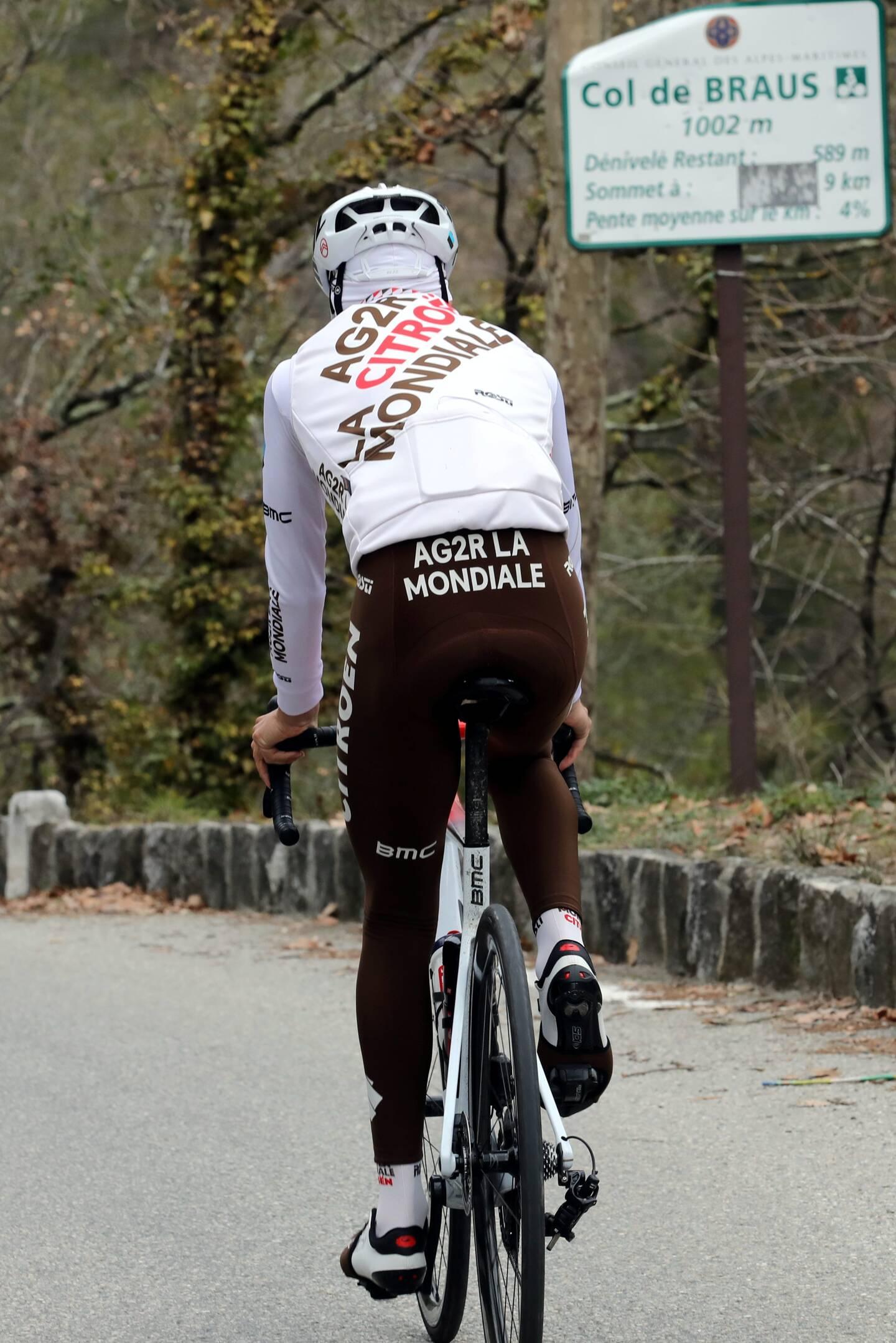 Clément Champoussin, coureur cycliste AG2R Citröen dans le col de Braus