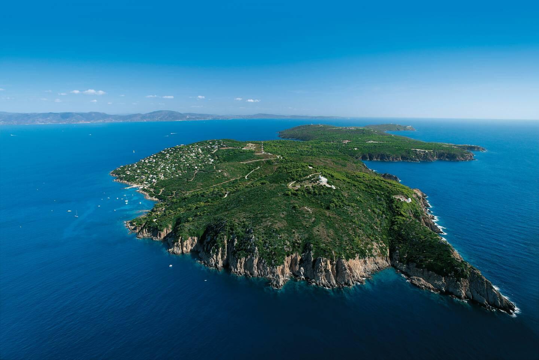 Autour de Port-Cros, une frange marine de 600 mètres est très strictement protégée.
