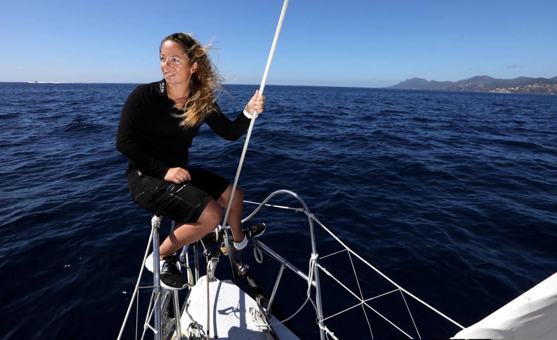 La navigatrice voit son parcours suivi par des centaines d'écoliers dans le département.