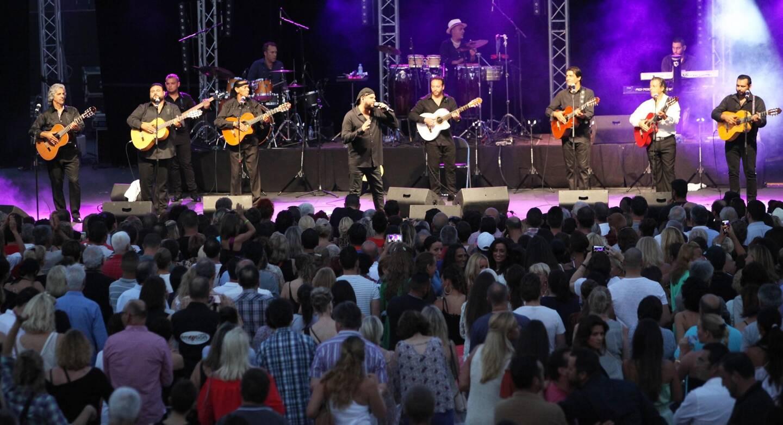 Le Théâtre de la Mer Jean-Marais qui a notamment accueilli Chico et les Gypsies à l'été 2016 a pour vocation d'être réhabilité.