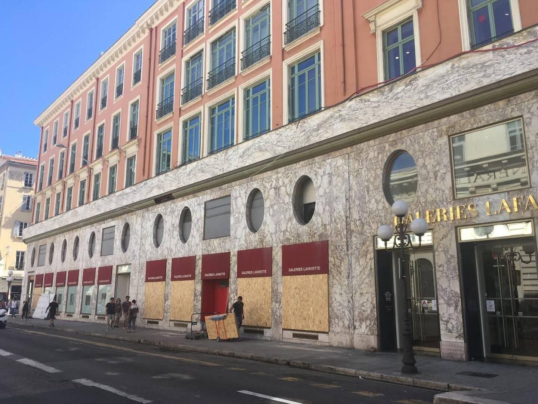 Comme d'autres surfaces commerciales de plus de 5.000m², les Galeries Lafayette de Nice Masséna sont fermées pour une quinzaine de jours.