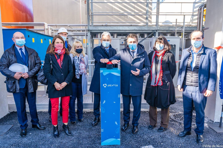 Christian Estrosi et Louis Nègre donnent le coup d'envoi à l'injection du biométhane dans le réseau de gaz de ville. Étaient également présents Annick Mièvre, la directrice de l'Agence de l'eau, qui a contribué financièrement à Aeris, et Jean-Luc Cizel, le délégué Sud-Est GRDF