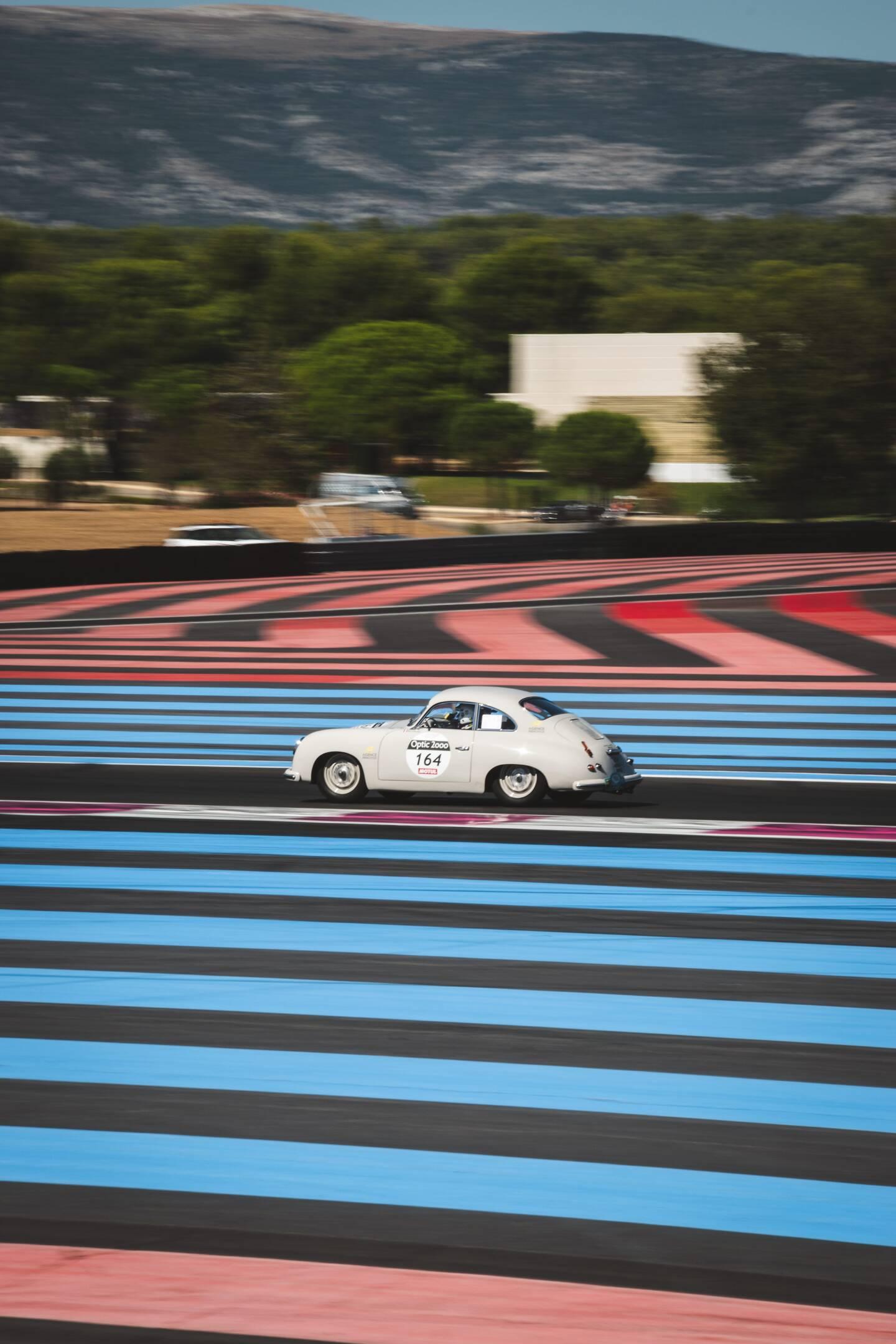 Le Tour Auto 2021 se déroulera du 30 août au 4 septembre. Il a été reporté de quatre mois. Il s'achèvera à Nice et passera par le circuit Paul-Ricard au Castellet.