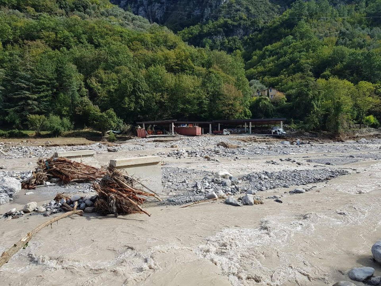 Après le passage de la tempête Alex, l'entrepôt de Marc Gincourt, situé au bord de la rivière à Breil, a été totalement détruit. Il essaie, peu à peu, de se reconstruire.