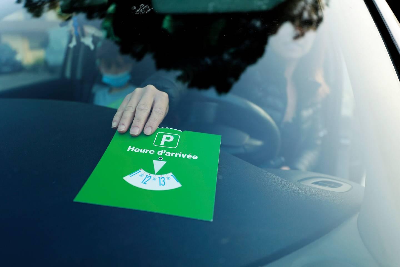Avec le disque vert, les automobilistes peuvent stationner gratuitement sur voirie pendant quatre heures à Vence.