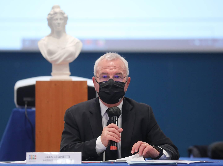 Le maire d'Antibes regrette le manque de consultations.