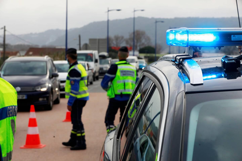 Impossible d'échapper au contrôle routier de la gendarmerie. Ici au rond-point de la Manda, dimanche dernier.