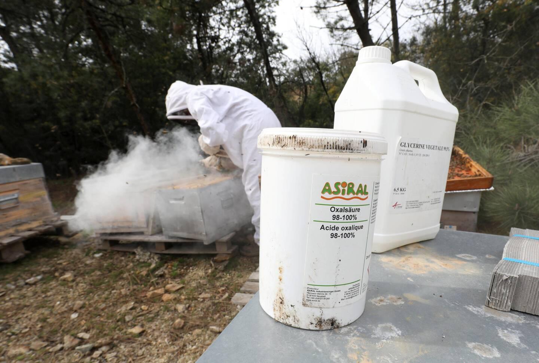 Nombre d'apiculteurs utilisent des produits qu'ils dosent eux-mêmes.
