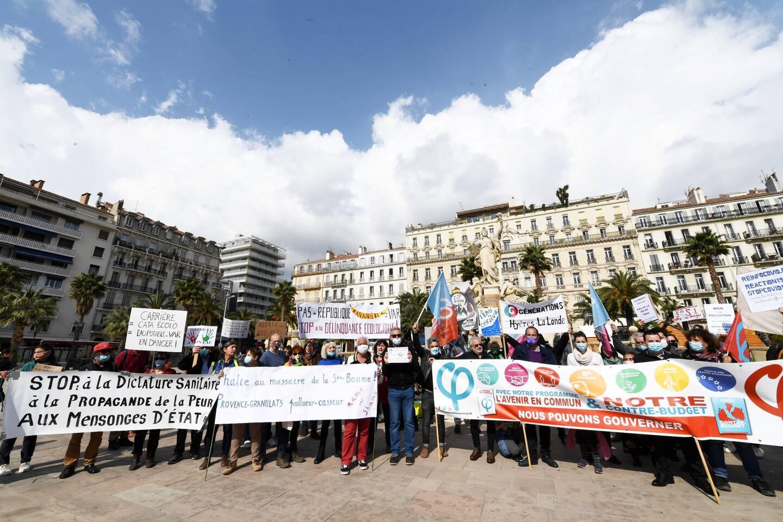 Manifestation commune, hier à Toulon, d'associations et de mouvements réunis dans le collectif anti-carrière de Mazaugues.