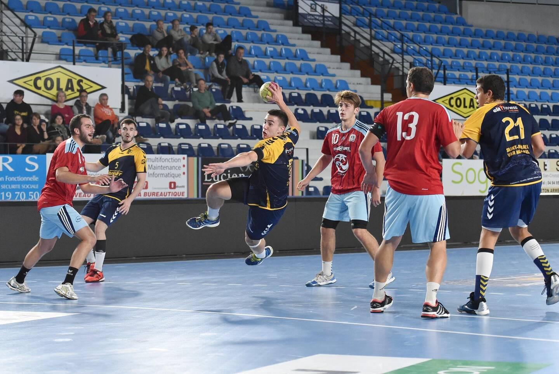 Comme l'ensemble des équipes amateurs, les Raphaëlois sont privés de compétition cette année. (Photo archives M. J.)