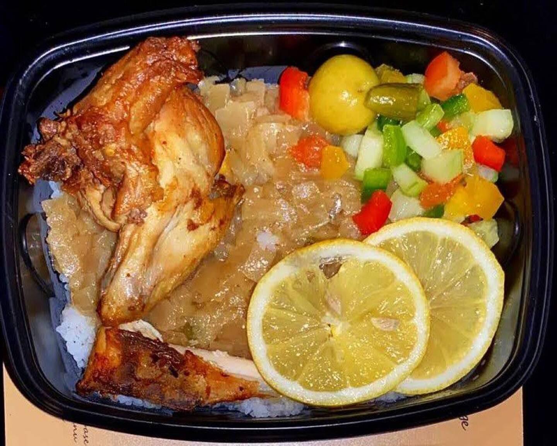Le Yassa poulet et sa sauce aux oignons et citron