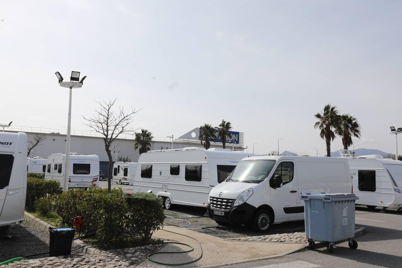 Gens du voyage installé sur le parking de Décathlon Mandelieu